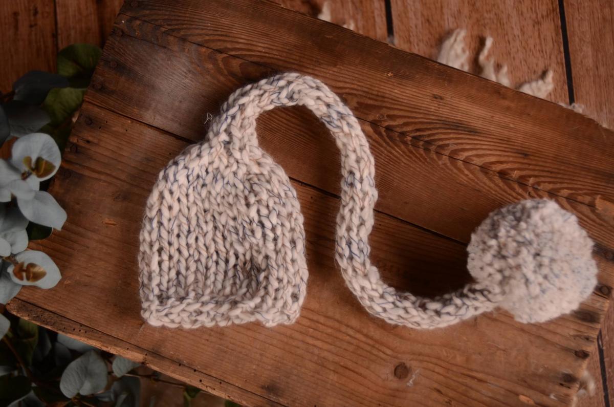 Gorro de lana largo con pompón blanco roto d66da353e5f